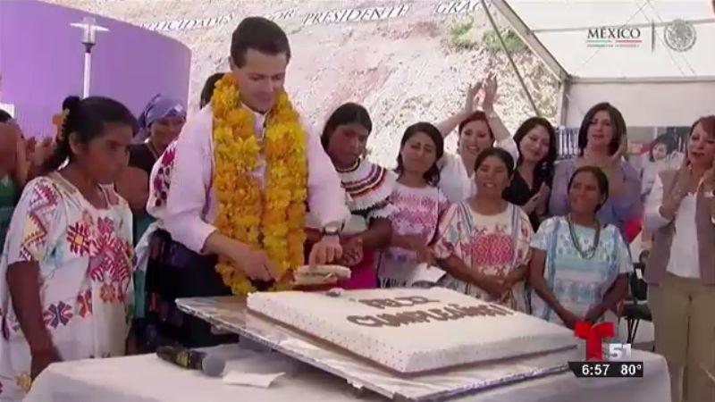 TLMD-mexico-Se-le -cae-trozo-pastel-a-Pena-Nieto-en-su-cumpleanos