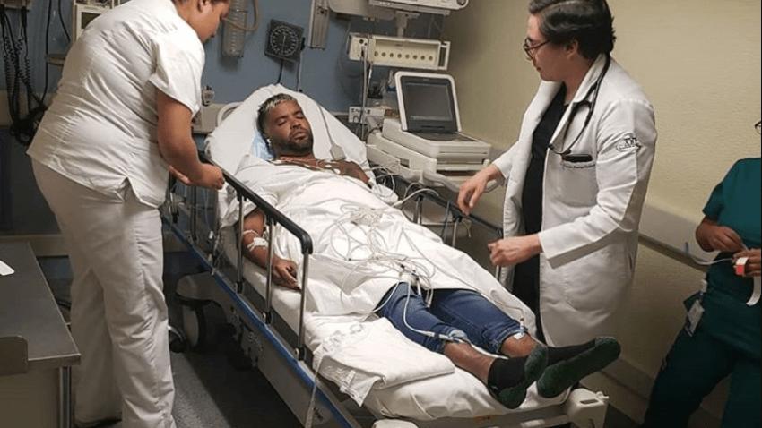 El cantante Zion postrado en una cama de hospital