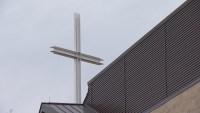 Juez falla a favor de iglesias sobre eliminar el uso de cubrebocas y un número límite de fieles
