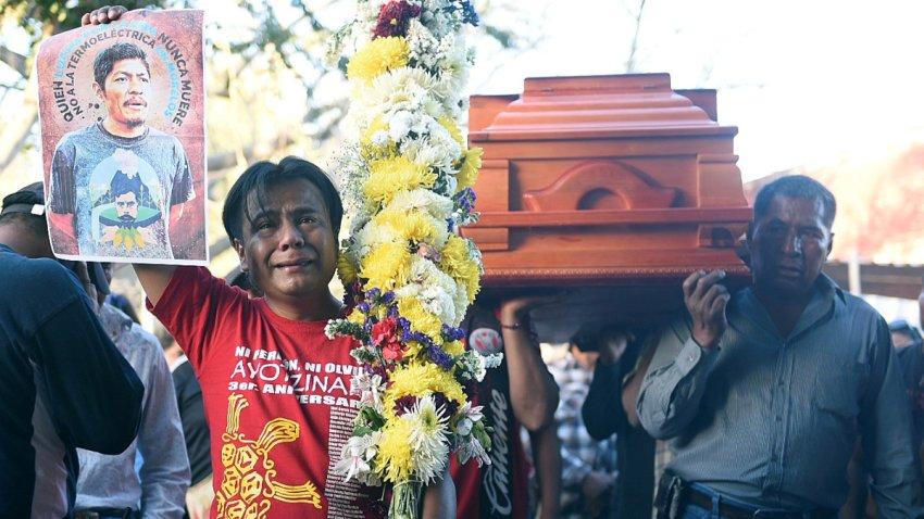 Funeral de uno de los activistas asesinados en México.