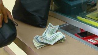 Dólares que envían desde EEUU a México