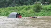 Video: milagroso rescate de mujer que fue arrastrada por un río crecido en Corea del Sur
