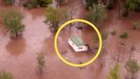 En video: inundación pone a flotar una casa entera