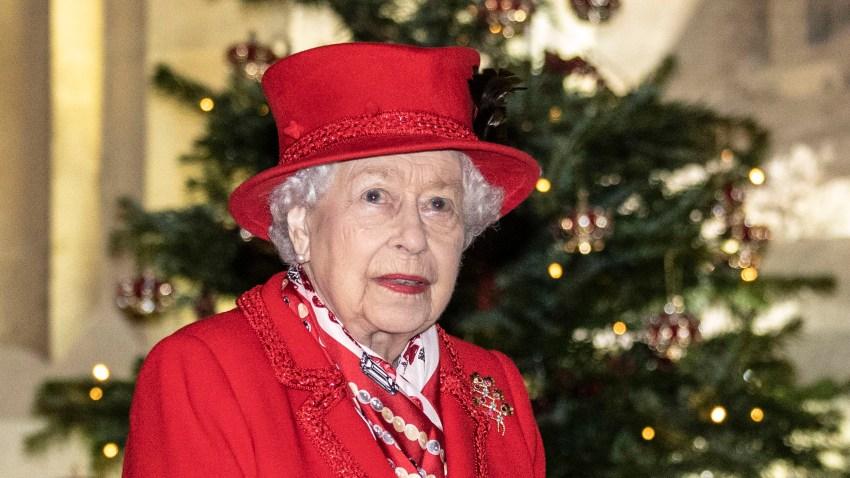 La Reina Isabel luego de evento de Navidad a trabajadores del Castillo de Windsor.