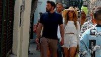 J. Lo y Ben Affleck causan revuelo mientras pasean de la mano por la isla italiana de Capri