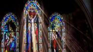 AP: Sacerdotes señalados de abusos viven sin supervisión