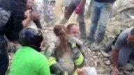 Rescatan de los escombros a niña de 10 años