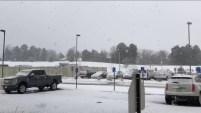 Este video tomado fuera de la estación de Telemundo Denver muestra las primeras nevadas. del día.