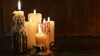Una sanadora holística muestra un ritual para proteger tu hogar.