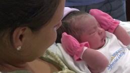 Madre da a luz en autopista en camino al hospital