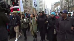 Marcha interrumpe Black Friday en Chicago