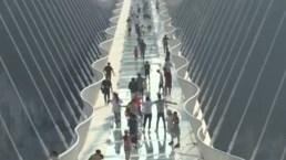 El increíble puente de cristal, el más largo del mundo