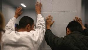 Lo que puede iniciar una deportación, con o sin papeles