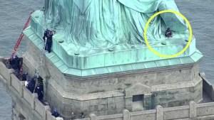Activista que escaló Estatua de Libertad queda libre