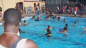 Buscan salvavidas para piscinas en Denver