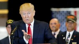 Trump dice que entregó $5.6 millones a veteranos