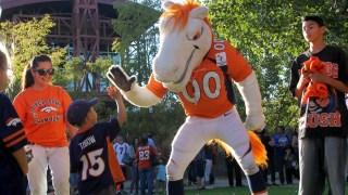 Carne asada con los Broncos en Pueblo