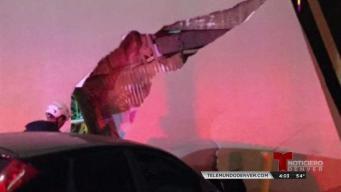 Auto choca contra restaurante Taco Bell