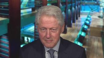 """""""Esta comunidad tiene un espacio en mi corazón"""": Bill Clinton durante aniversario de Columbine"""