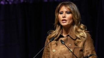 Melania Trump es abucheada durante discurso frente a 2,000 estudiantes