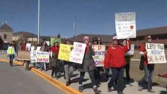 Suspenden clases en el Condado Park por huelga de maestros