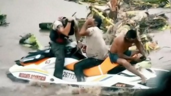 Dramático rescate en México tras fuertes inundaciones que dejó Narda