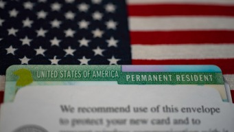 Inmigración: a quiénes afectaría la regla de carga pública