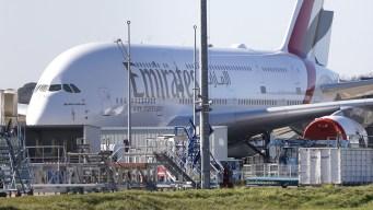 Aterrizaje de Emirates en México enfrenta turbulencias