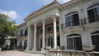Vitrales, piscina y jacuzzi: lujosa mansión de un criminal