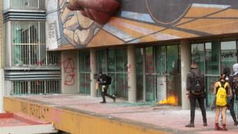 Encapuchados vandalizan rectoría de la UNAM
