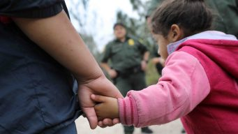 Niña muere al ser detenida por la Patrulla Fronteriza