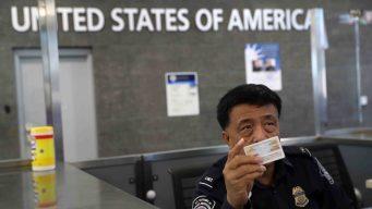 Jueza: agentes migratorios no pueden revisar teléfonos