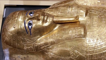 Devuelven sarcófago saqueado de 2,000 años