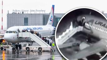 Se rompe escalera de avión y pasajeros caen al vacío