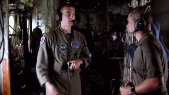 Equipo de Telemundo se sube a avión caza huracanes