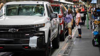 Trabajadores de GM a huelga al fracasar negociaciones