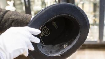 Empresario compra objetos nazis por increíble motivo