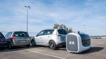 Insólito: estrenan robots valet parking en aeropuerto