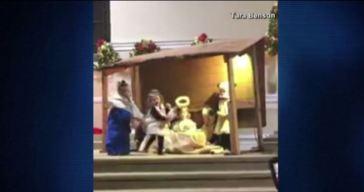 Viral: niñas pelean por el niño Jesús en plena iglesia