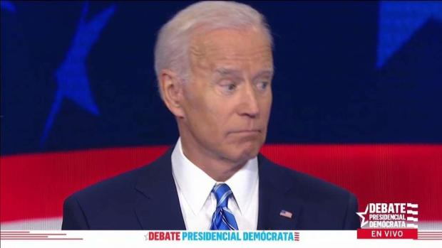 "En video: Biden se salva de un ""manotazo"" en pleno debate"