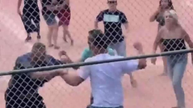 [TLMD - Denver] Bochornosa pelea en partido de béisbol de menores