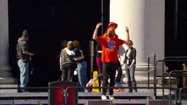 [TLMD - Denver] El grupo 3OH!3 hace bailar a los fans de los Broncos