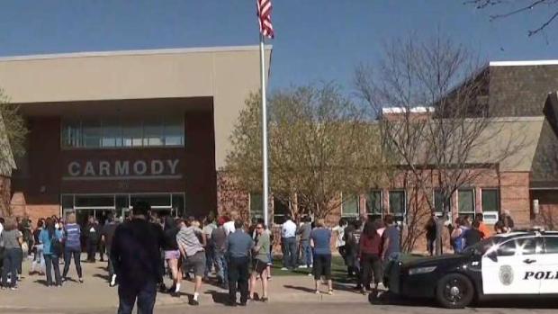 [TLMD - Denver] Cierran escuelas en Colorado por estudiante armado