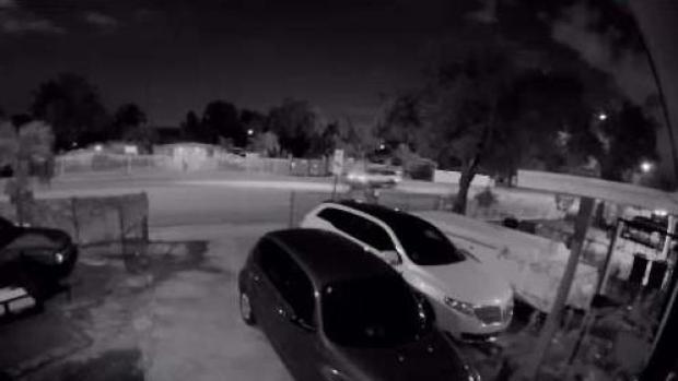 [TLMD - MIA] Conductor choca varios autos y se va caminando de la escena