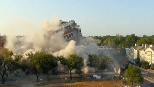 Captado en cámara: Implosión de edificio en Denver