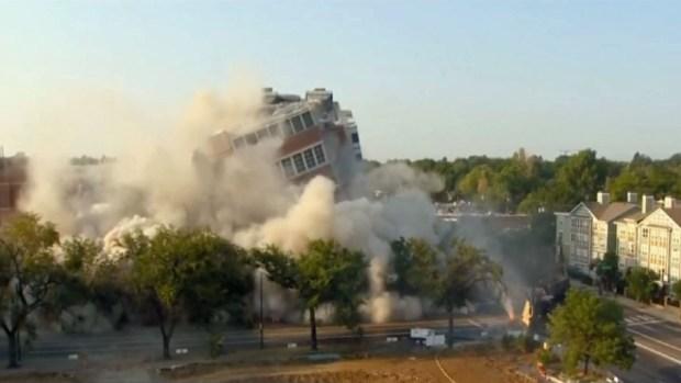 Captado en cámara: Implosión de edificio en Denver