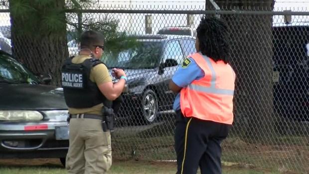 Inmigración arresta a 680 personas en Mississippi