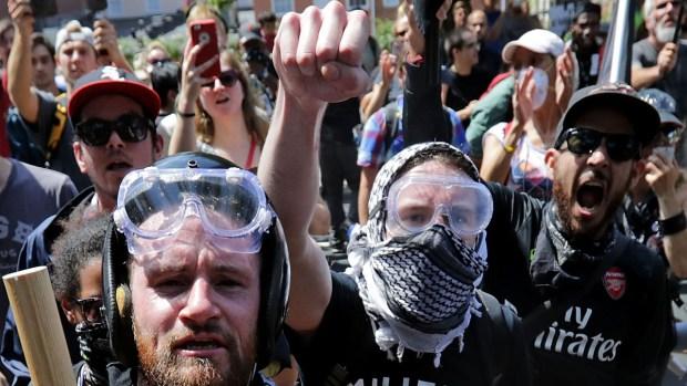 En pie de guerra contra supremacistas: qué es antifa