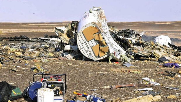 Visitan restos del avión ruso que se estrelló