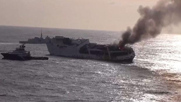 En video: inmenso barco italiano se hunde tras explosión